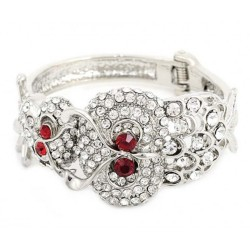 Bracelet fashion, orné de strass