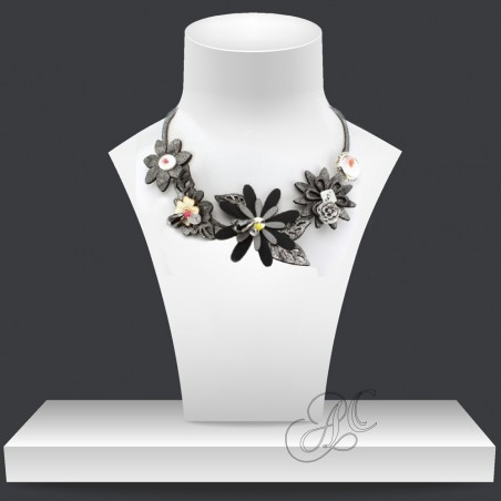Collier séduction motif floral, métal nacré