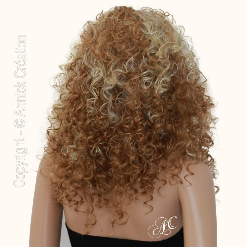 Perruque frisée style afro, Un look tendance
