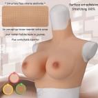 Buste faux seins réaliste, en silicone, col haut